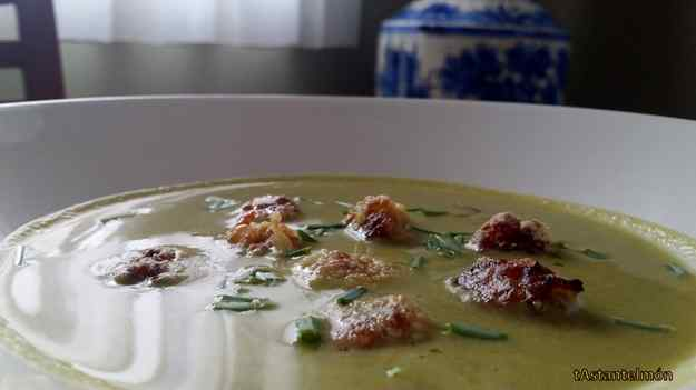 Primer plat: Crema de lletuga amb boletes d'arròs (Dinar vegà)
