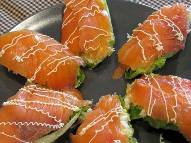 Cabdells d'enciam farcits de tonyina amb salmó fumat 01