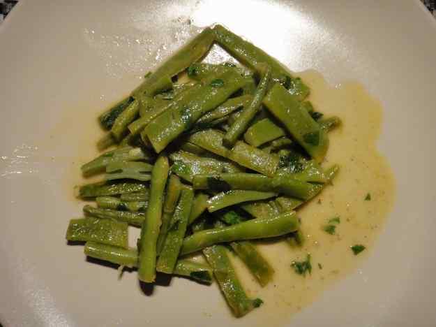 Mongeta tendra saltejada amb mantega, julivert i llimona (11/164)