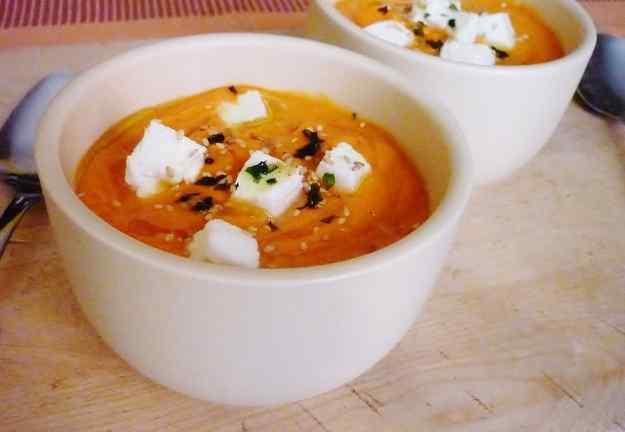 Crema de tomàquets i pastanagues amb mozzarella