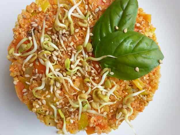 Timbal de quinoa amb salsa de pebrot escalivat 02