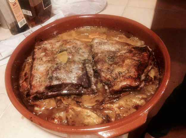 Costella de porc caramelitzada en llit de ceba i carabassa (De la Núria Batllori)