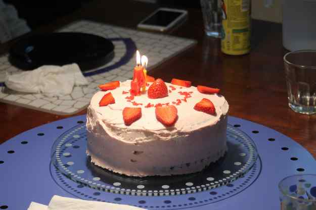 Pastis d'Aniversari de la Sara amb buttercream amb gust de petit suisse 01