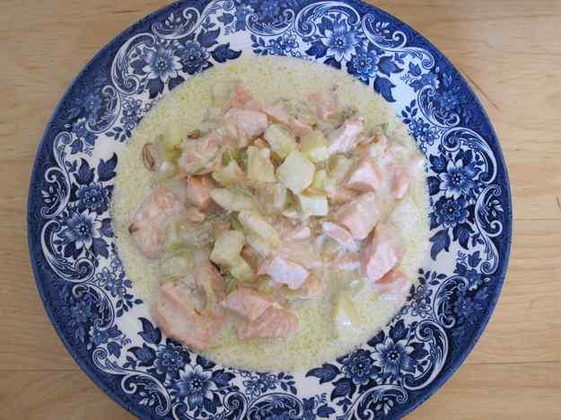 Daus de salmó amb cebetes i patata