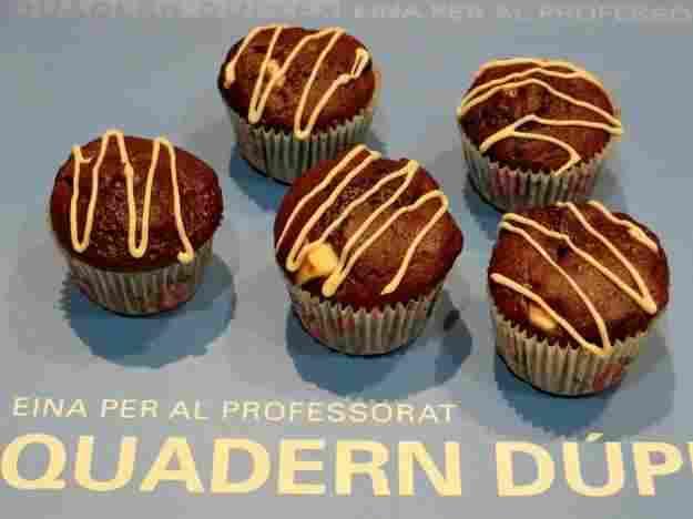 Muffins de xocolata amb perles de xocolata blanca