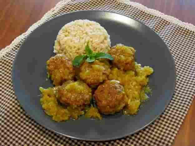 Mandonguilles de xai amb curry i poma