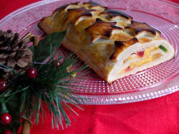 Pa de Cadis: Massapà amb fruites i crema