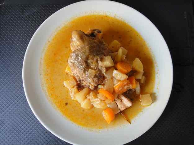 Xai guisat amb pastanaga, naps i patates (94/164)