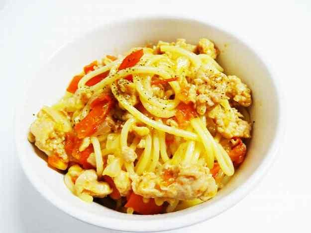 Espaguetis amb salsitxes