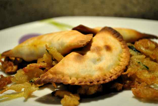 Empanadilles de tonyina i gambes