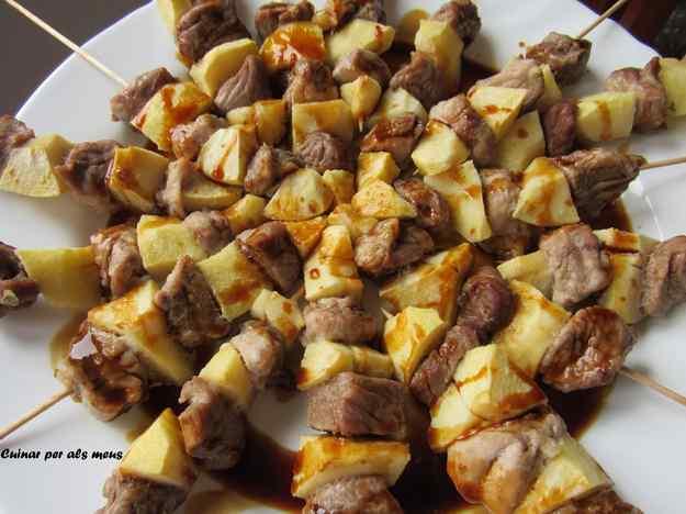 Broqueta de porc i poma