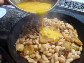 Truita de mongetes amb botifarra d'ou 03