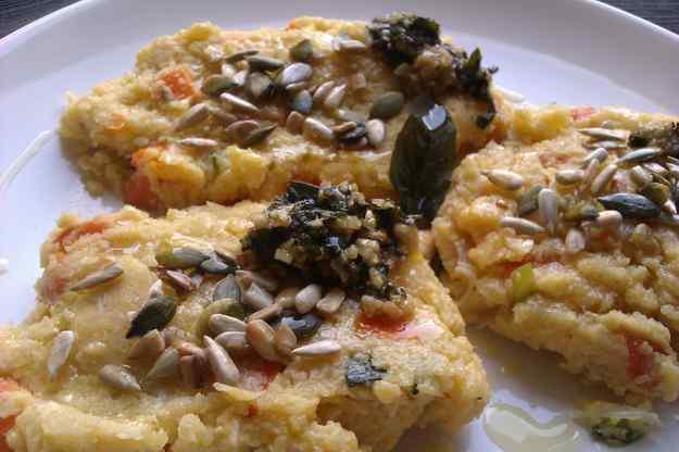 Hamburgueses de polenta amb llavors i alfàbrega