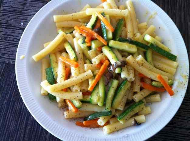 Maccheroncelli a la carbonara de verdures i tòfona