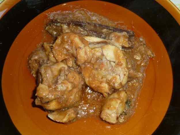 Cuixes de pollastre amb peu de porc i gambes 01