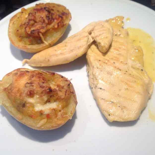 Pit de pollastre amb mostassa i suc de tarojna