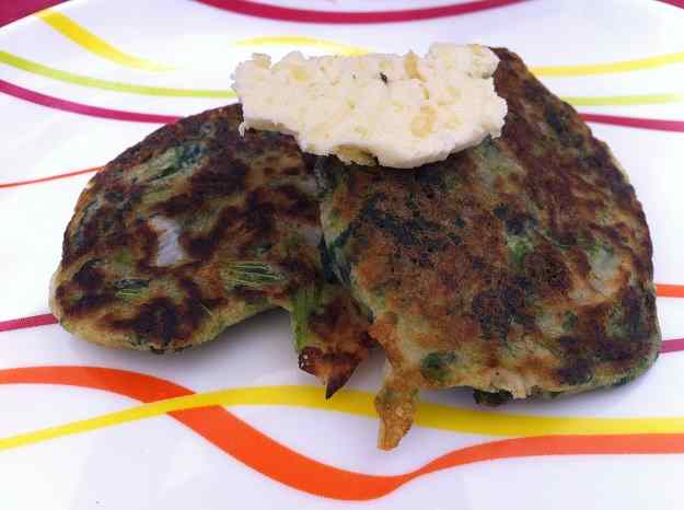 Pancakes d'espinacs amb mantega de llimona