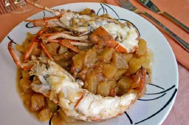 Llagosta guisada amb patates