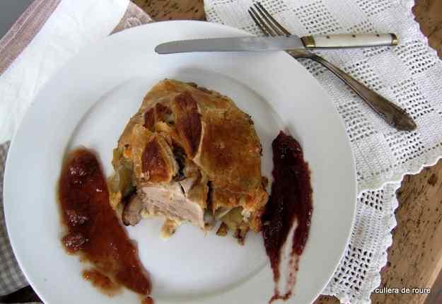 Filet de porc amb poma, pasta de full i melmelades casolanes 01