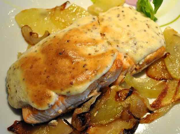 Salmó gratinat amb mussolina de mostassa