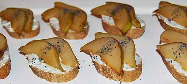 Barqueta de peres flamejades i crema de formatge blau 02