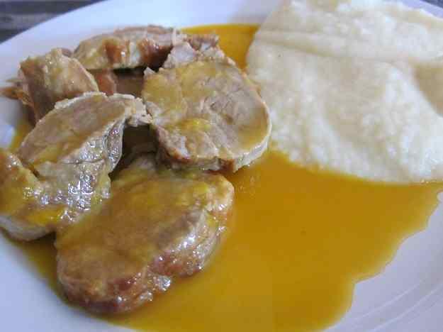 Filet de llom amb salsa de taronja i puré de patates