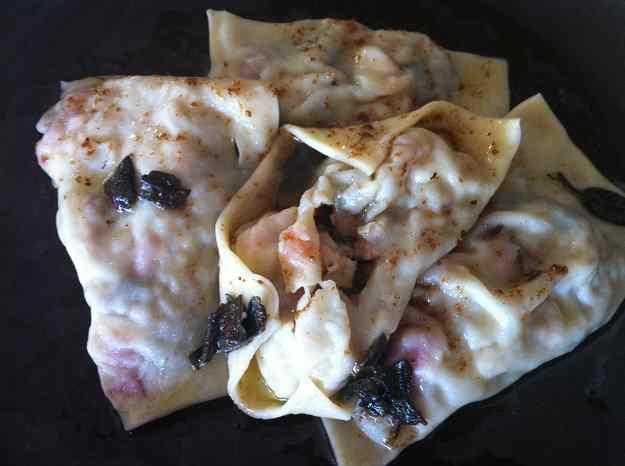 Raviolis farcits de conill i samfaina a la mantega de sàlvia