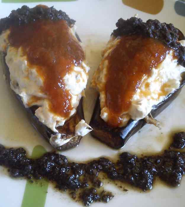 Albergínia farcida de formatge amb melmelada de pebrot