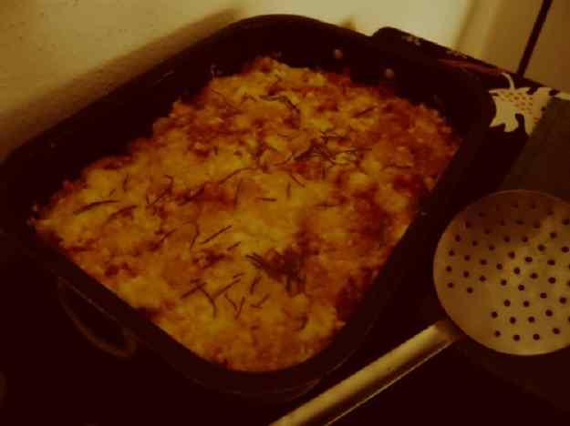 Nyoquis ben bons amb salsa de tomàquet i ceba i dos formatges