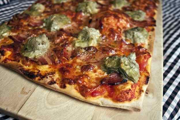 Pizza de bacon i carxofes confitades