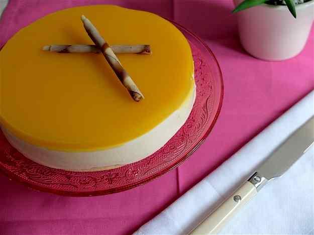 Pastís de formatge, xocolata blanca i mango