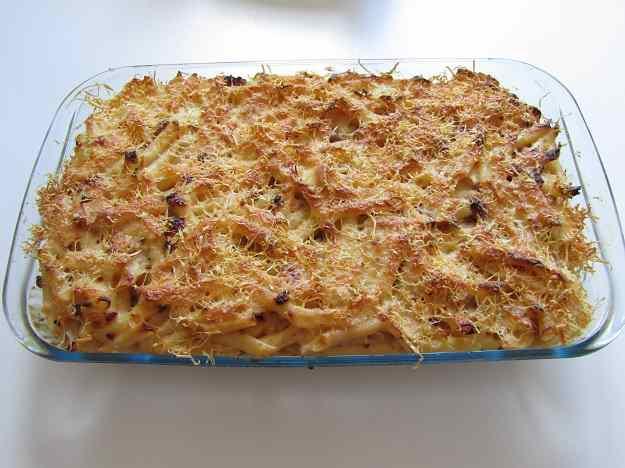 Macarrons amb vianda sofregida, beixamel i formatge gratinat