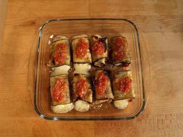 Rotllos d'albergínia pernil ibèric i mozzarella